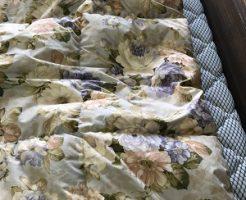 偏った羽毛布団の画像