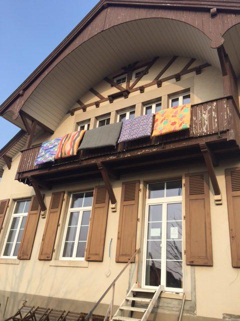 スイスで布団を干す