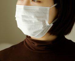 マスクする女性イメージ